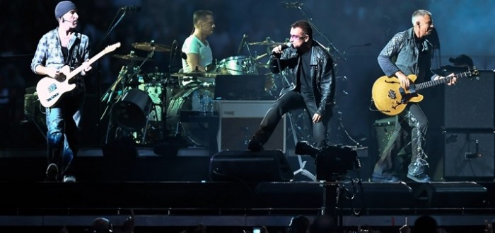 U2-On-Stage-in-Concert-960x600-wide-wallpapers.net